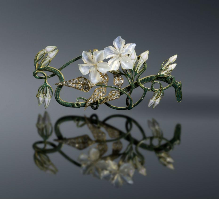 lalique-renc3a9-corsage-jasmin-1899-1901-c-shuxiu-lin-coll-shai-and-shuxiu-lin-bandmann.jpg