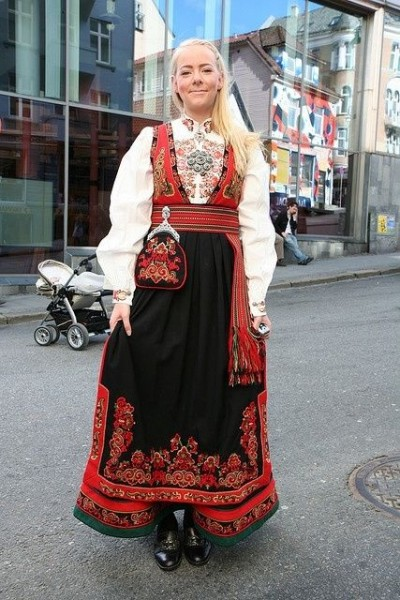 96dcd14634cffd6ef2b67676609803aa--the-culture-norwegian-folk-costume.jpg