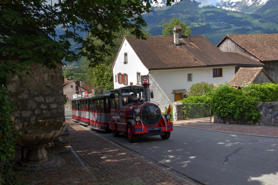Liechtenstein_20160607_Liechtenstein_Vaduz_Rotes_Haus_0004_2438_eyJpZCI6Ijc1NTIiLCJ3IjoiMTAyNCJ9_preview.jpg