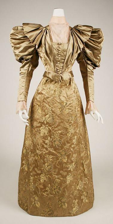 1ebb26dfdaf48250e1f33c1a1a594869--s-fashion-victorian-fashion.jpg