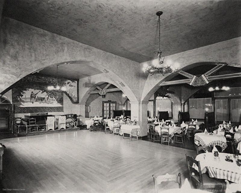 1935-Interior-Caesars-Original-Place-Tijuana.jpg