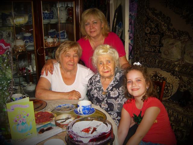 4 поколения.